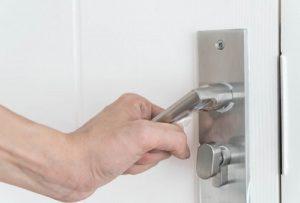 בחירת מומחה תיקון דלתות